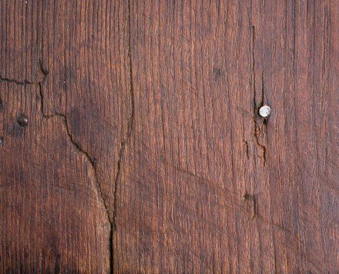mesa tocinera de madera con cajon color oscuro