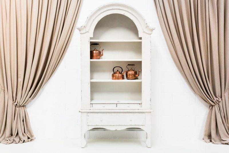 Muebles vintage en Madrid, armario afrancesado color blanco decapado