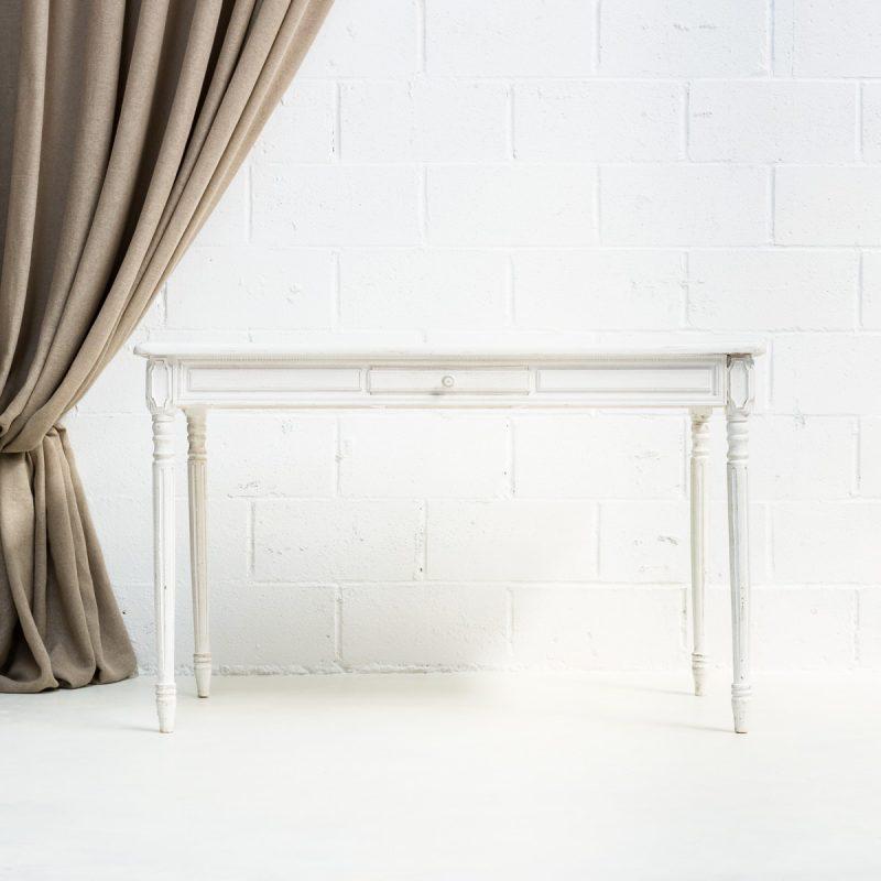escritorio de madera color blanco estilo romantico