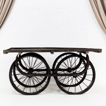 carro con ruedas grandes estilo provenzal para eventos y bodas
