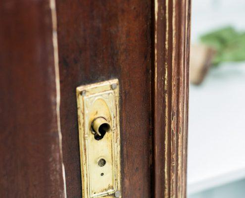 armario alacena de madera oscura estilo vintage rustico