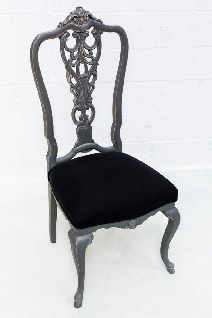 Silla logros memorias del ayer alquiler mobiliario - Tapizado de sillas antiguas ...