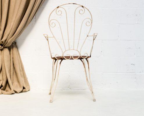 silla de forja estilo afrancesado en color blanco y oxidado