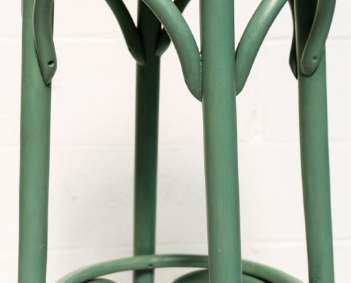 taburete alto estilo thonet de madera color turquesa