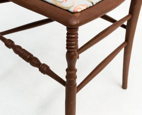 silla vintage estilo shabby con asiento estampado flores turquesa