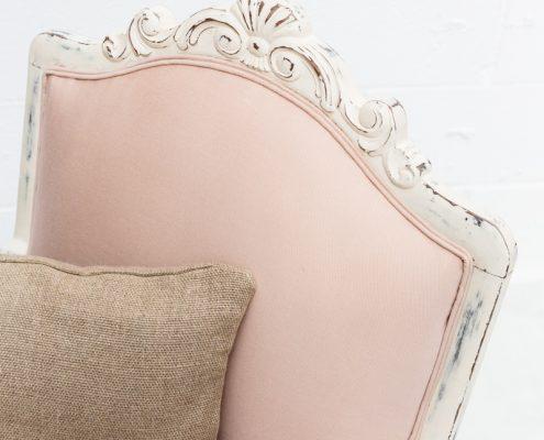 sillon butaca antiguo estilo romantico de madera decapado color rosa vintage
