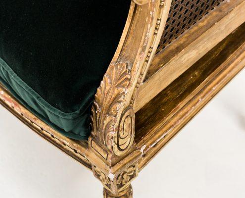 sillon estilo luis xvi rejilla color dorado envejecido y asiento en terciopelo verde botella