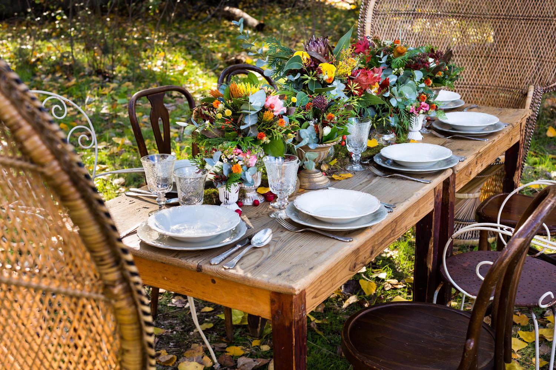 detalle decoracion silvestres mesa comedor en el bosque