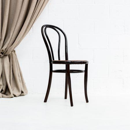 Decoración vintage de eventos, silla estilo thonet con asiento en rejilla