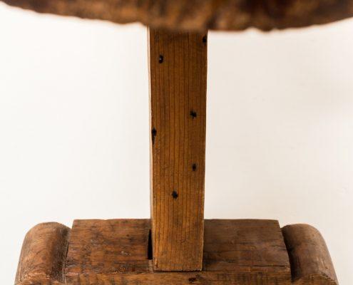 banco de madera antiguo estilo rustico