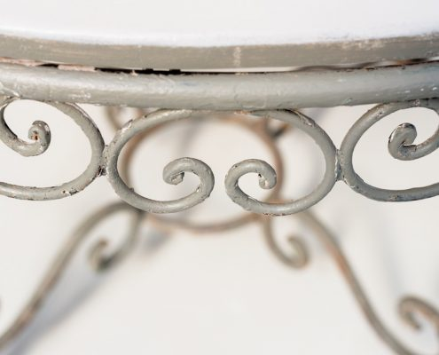 mesa de forja estilo romantico color blanco piedra y verde elegante para jardin tablero redondo