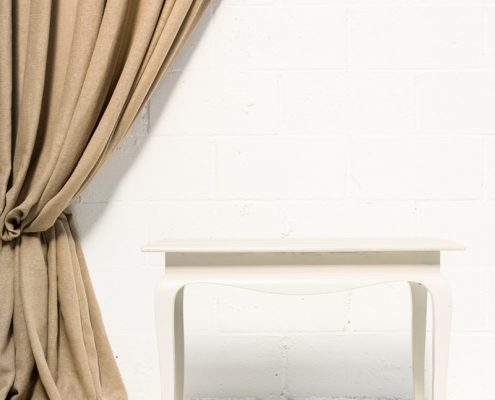 mesita auxiliar de madera color blanco piedra estilo romantico vintage