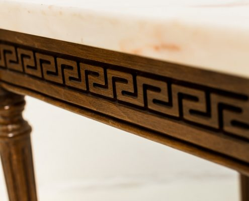 mesita auxiliar de madera y marmol estilo romantico vintage