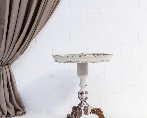 mesa de forja estilo afrancesado y romantico color blanco acabado envejecido decapado