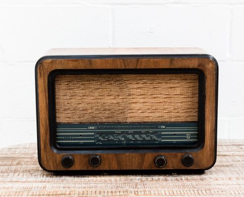 radio-antiguo-vintage-decoracion-antiguedades-atrezzo
