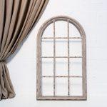 ventana de madera decapada color gris y estolo romantico