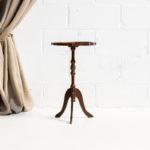 mesa-mesita-auxiliar-baja-pequena-cuero-verde-madera-vintage-romantica