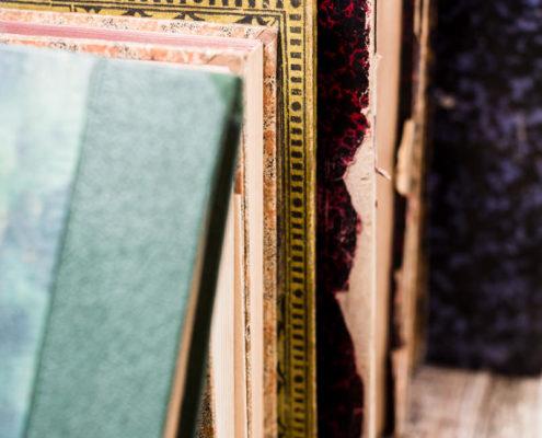 libro-libros-antiguas-vintage-decoracion-atrezzo