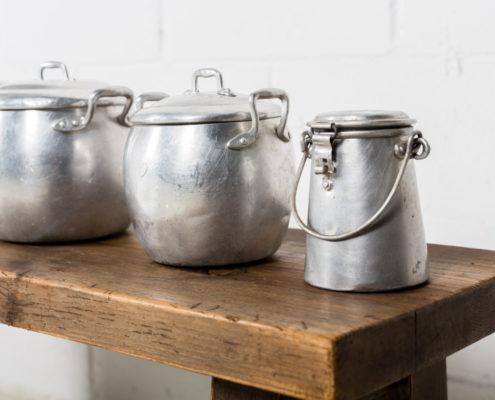 recipientes-antiguas-zinc-lecheras-cubos-decoracion-atrezzo