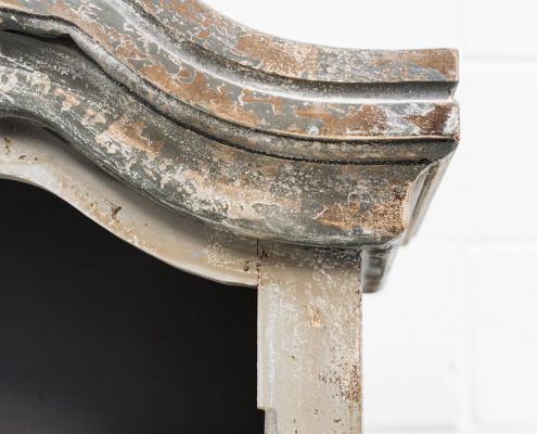 vitrina afrancesada color gris piedra y blanco estilo romantico vintage