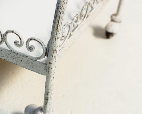 carro vintage de forja color blanco estilo camarera romantico