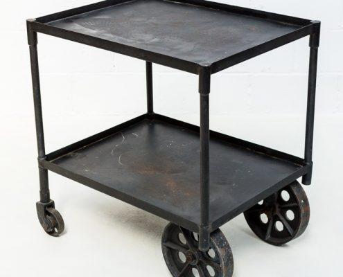 carro estilo industrial de hierro oscuro negro vintage