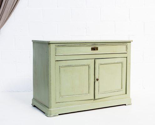 comoda antigua de madera estilo vintage color verde elegante