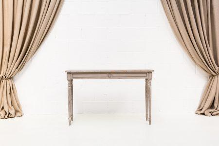 consola de madera color gris estilo romantico