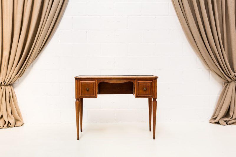 escritorio de madera y cuero antiguo estilo romantico afrancesado