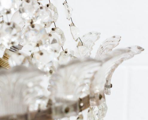 lampara-arana-romantica-vintage-forja-cristales-antigua-decoracion-atrezzo-petalos