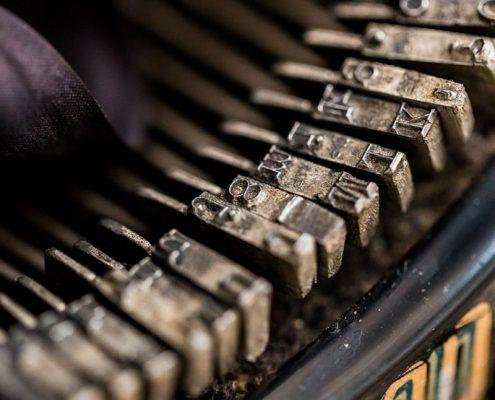 maquina-esquribir-antiguo-vintage-decoracion-antiguedades-atrezzo