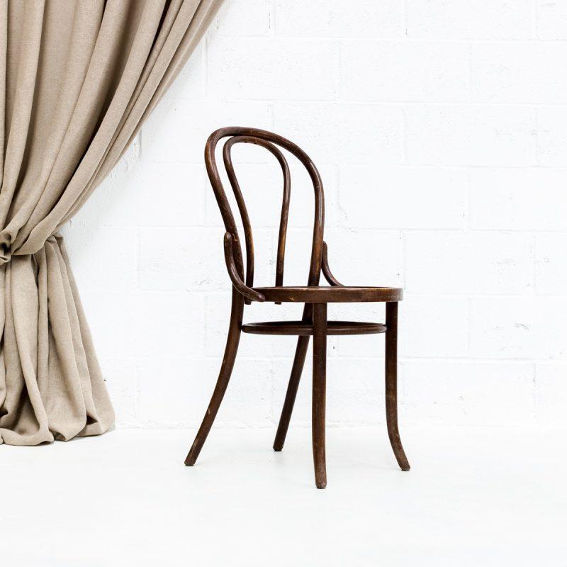 Decoración de eventos con silla de madera vintage estilo bistro thonet