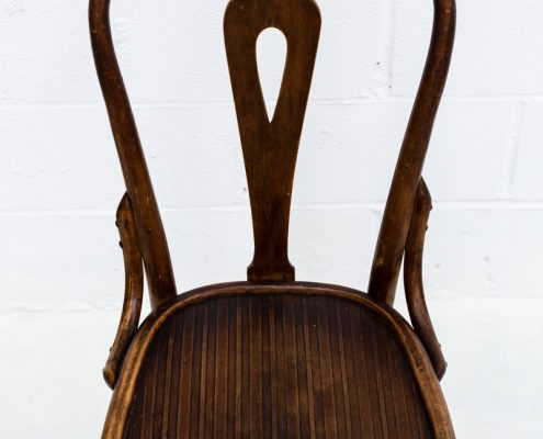 silla de madera vintage estilo bistro