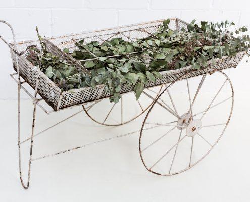 carro con ruedas grandes de forja antiguo frances romantico