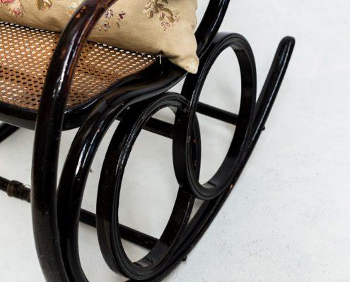 mecedora antigua vingate de madera y rejilla estilo thonet