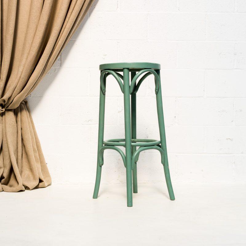 Decoración de eventos con este taburete alto estilo thonet de madera color turquesa