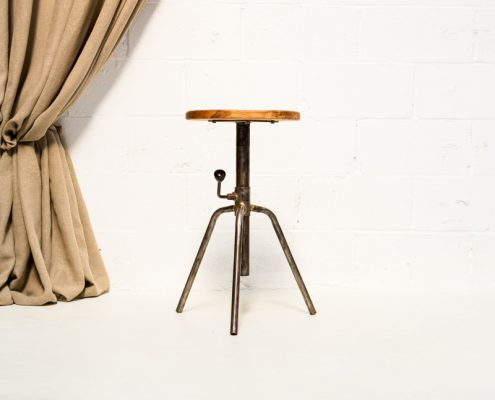 taburete de madera estilo industrial con altura ajustable sin respaldo