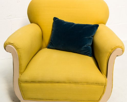 sillon butaca antiguo vintage de color mostaza amarillo