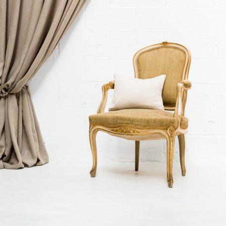 Decoración vintage de bodas en Madrid, butaca isabelina dorada