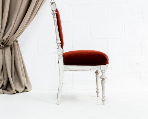 silla antigua palaciega estilo luis xvi tapizado en terciopelo color rojo borgoña