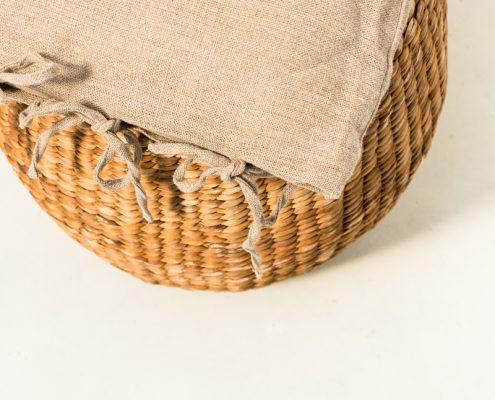 taburete de tejido natural redondo con cojin
