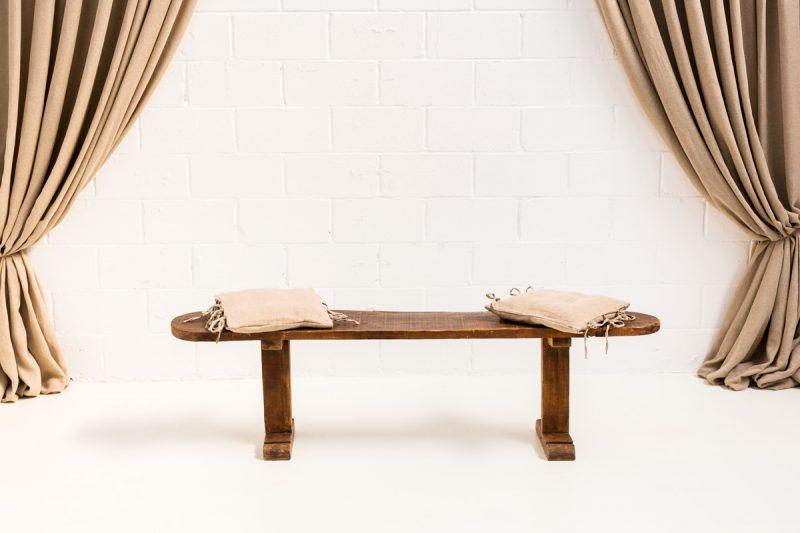 Decoración de rincones con este banco de madera vintage estilo rústico