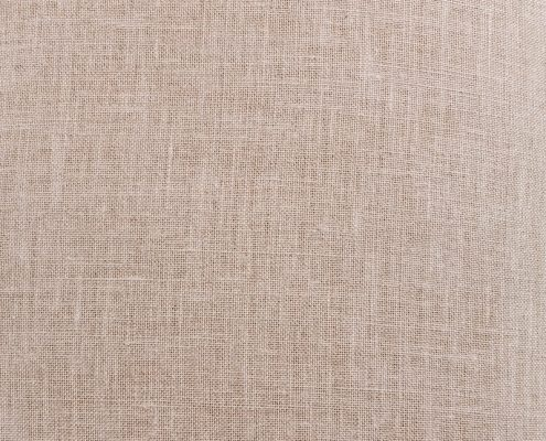 banco estilo romantico de madera color blanco decapado y asiento en lino crudo