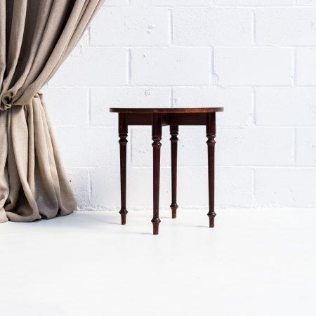 mesita auxiliar baja de madera de madera oscura estilo vintage