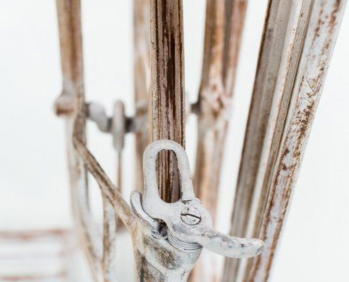 mesita vintage antigua maquina de coser de madera y hierro