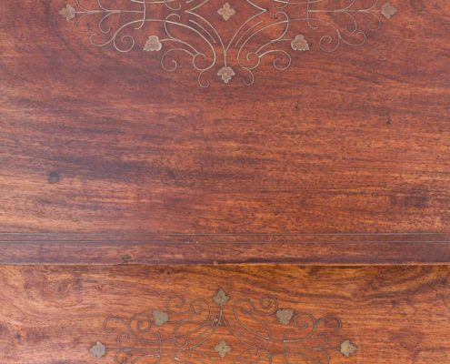 set de mesitas auxiliares de madera oscura con marqueteria