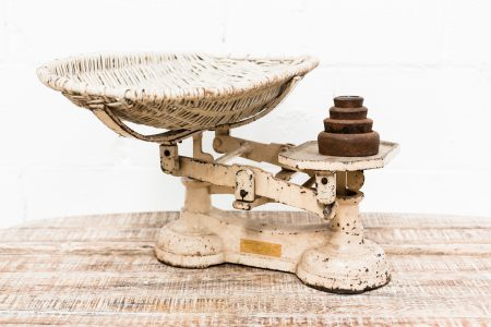 peso-bebe-mimbre-antiguo-vintage-decoracion-antiguedades-atrezzo