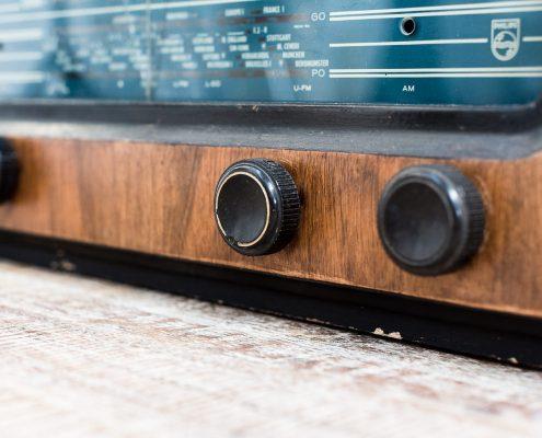 radio-antiguo-vintage-decoracion-antiguedades-atrezzo