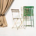 Decoración original de bodas en Madrid con esta silla vintage estilo bistro plegable.