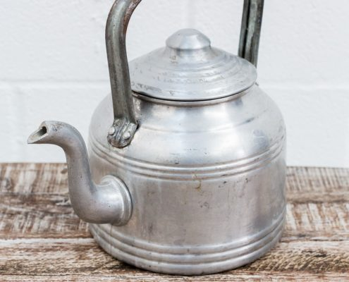 tetera-antigua-hojalata-vintage-deocracion-antiguedades-atrezzo